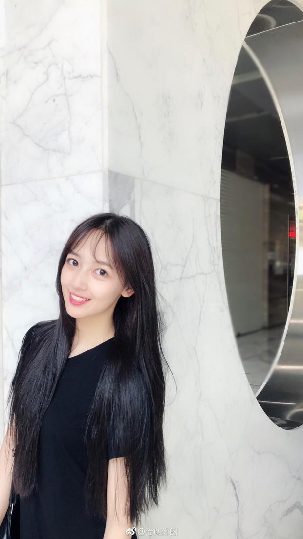 Nhan sắc của cô bạn tân sinh viên Học viện Điện ảnh Bắc Kinh: Chỉ cần mặc đồng phục thôi là đủ làm say đắm lòng người rồi - Ảnh 10.
