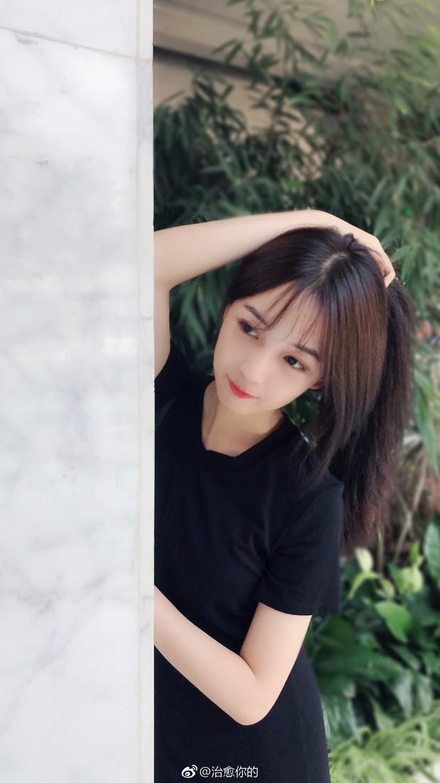 Nhan sắc của cô bạn tân sinh viên Học viện Điện ảnh Bắc Kinh: Chỉ cần mặc đồng phục thôi là đủ làm say đắm lòng người rồi - Ảnh 12.