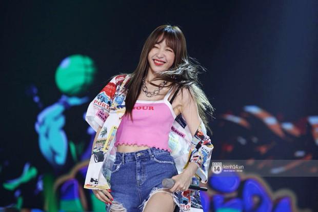 Toàn cảnh show diễn Hàn - Việt: Hani và Bích Phương đẹp xuất sắc, Soobin tiết lộ câu chuyện kết hợp với Jiyeon - Ảnh 34.