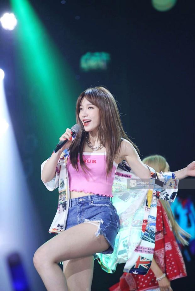 Toàn cảnh show diễn Hàn - Việt: Hani và Bích Phương đẹp xuất sắc, Soobin tiết lộ câu chuyện kết hợp với Jiyeon - Ảnh 28.