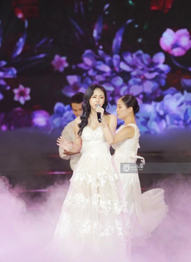 Toàn cảnh show diễn Hàn - Việt: Hani và Bích Phương đẹp xuất sắc, Soobin tiết lộ câu chuyện kết hợp với Jiyeon - Ảnh 1.