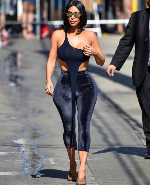 Trước có quần què, giờ có thêm định nghĩa áo què do Kim Kardashian lăng xê - Ảnh 1.