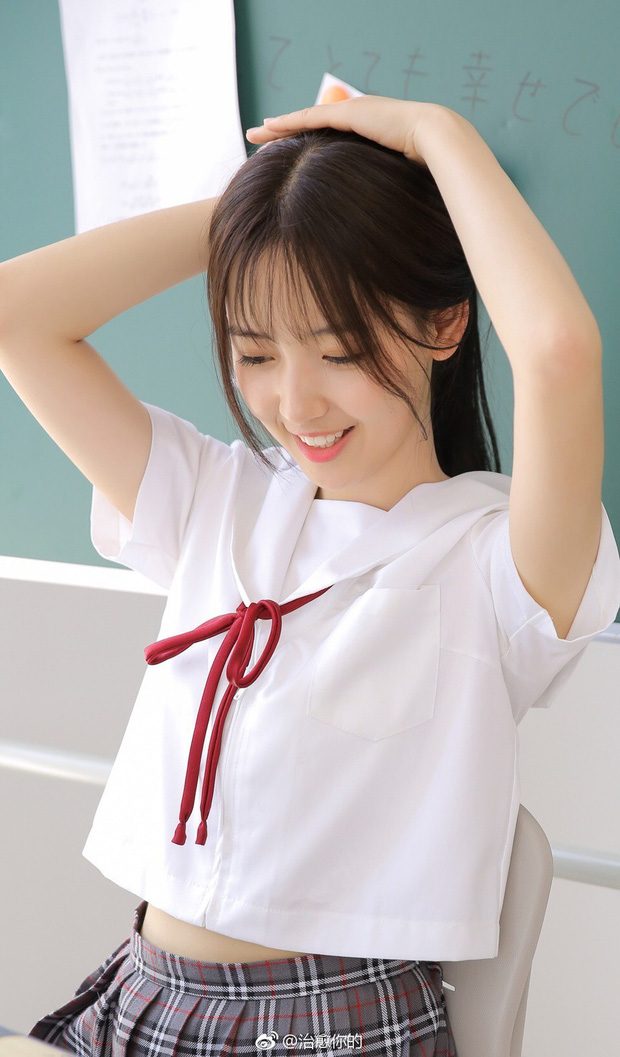 Nhan sắc của cô bạn tân sinh viên Học viện Điện ảnh Bắc Kinh: Chỉ cần mặc đồng phục thôi là đủ làm say đắm lòng người rồi - Ảnh 3.