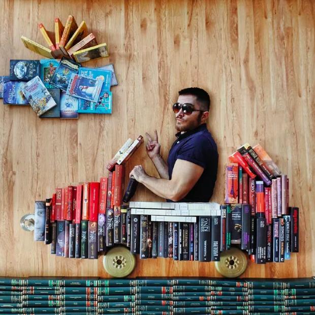 Chàng trai Mỹ biến cả tủ sách thành những khung cảnh giả tưởng trong phim khiến cả thế giới kinh ngạc - Ảnh 11. Chàng trai Mỹ biến cả tủ sách thành những khung cảnh giả tưởng trong phim