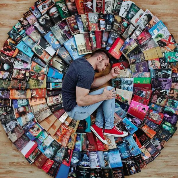 Chàng trai Mỹ biến cả tủ sách thành những khung cảnh giả tưởng trong phim khiến cả thế giới kinh ngạc - Ảnh 14. Chàng trai Mỹ biến cả tủ sách thành những khung cảnh giả tưởng trong phim
