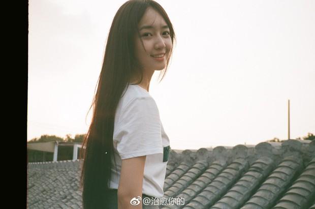 Nhan sắc của cô bạn tân sinh viên Học viện Điện ảnh Bắc Kinh: Chỉ cần mặc đồng phục thôi là đủ làm say đắm lòng người rồi - Ảnh 15.