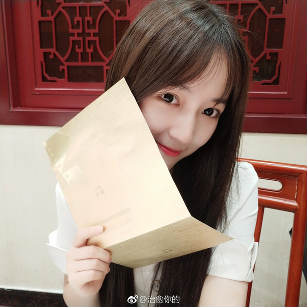 Nhan sắc của cô bạn tân sinh viên Học viện Điện ảnh Bắc Kinh: Chỉ cần mặc đồng phục thôi là đủ làm say đắm lòng người rồi - Ảnh 7.