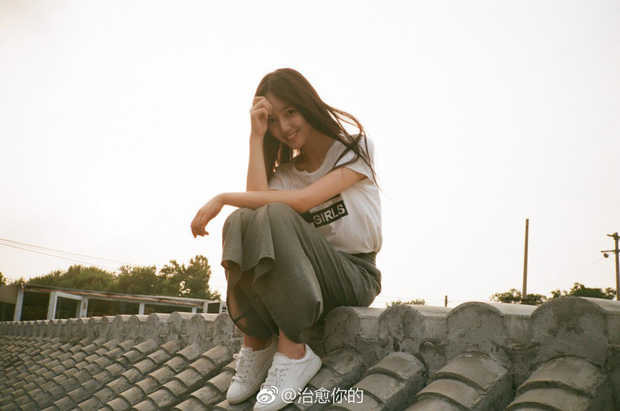 Nhan sắc của cô bạn tân sinh viên Học viện Điện ảnh Bắc Kinh: Chỉ cần mặc đồng phục thôi là đủ làm say đắm lòng người rồi - Ảnh 16.