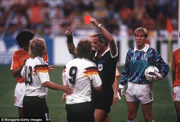"""World Cup ghi lại 10 trận đấu """"bẩn"""" nhất lịch sử - Ảnh 6."""