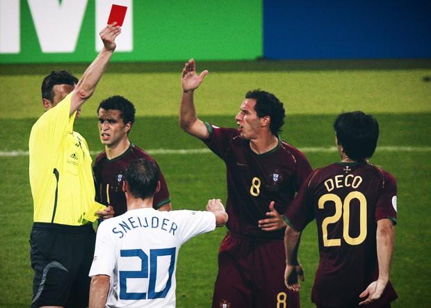 """World Cup ghi lại 10 trận đấu """"bẩn"""" nhất lịch sử - Ảnh 5."""