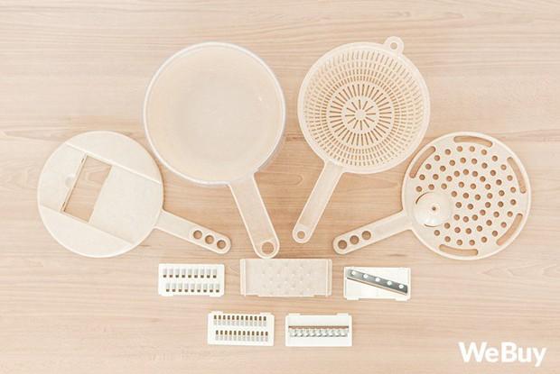 """Bộ đồ nhựa lúa mạch giúp bào nhỏ cả thế giới nhìn rõ đẹp nhưng rất khó """"cần trô"""" - Ảnh 1."""