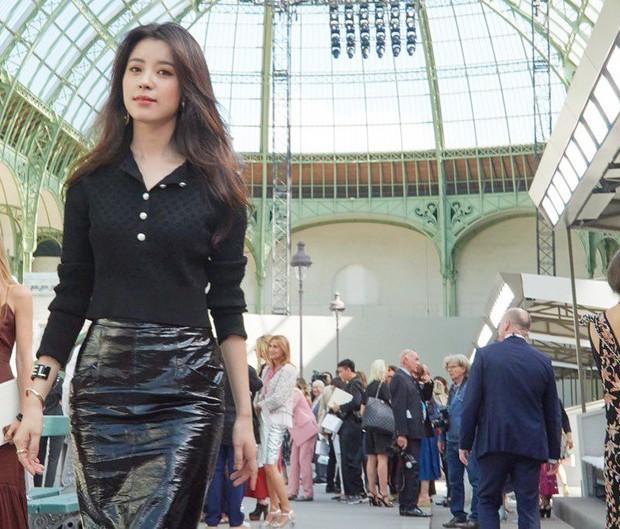 Han Hyo Joo tại Pháp nhan sắc đỉnh cao, thần thái như bà hoàng - Ảnh 2.