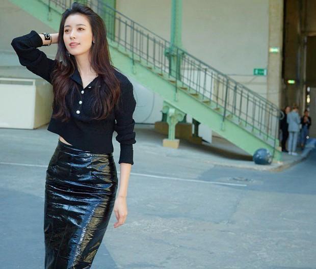 Han Hyo Joo tại Pháp nhan sắc đỉnh cao, thần thái như bà hoàng- Ảnh 1.