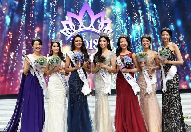 Dở khóc dở cười tại Hoa hậu Hàn Quốc 2018: Mẹ Kim Tan và mỹ nhân Kpop quá đẹp, chiếm hết spotlight của Tân Hoa hậu - Ảnh 1.