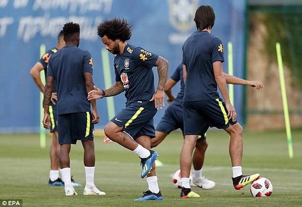 Dàn sao Brazil vui đùa trên sân tập trước trận đại chiến với Bỉ - Ảnh 4.