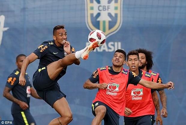 Dàn sao Brazil vui đùa trên sân tập trước trận đại chiến với Bỉ - Ảnh 7.