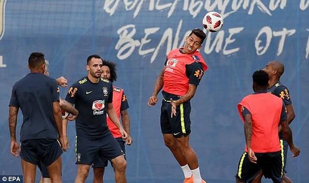 Dàn sao Brazil vui đùa trên sân tập trước trận đại chiến với Bỉ - Ảnh 8.