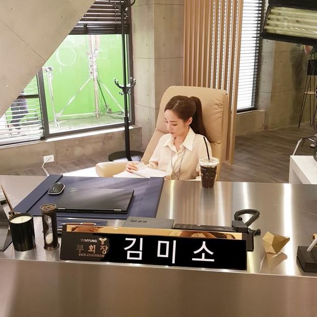 Hết Park Seo Joon, lại đến Park Min Young chứng minh: Đẹp thì lội bùn, mò cua bắt ốc cũng vẫn đẹp! - Ảnh 5.
