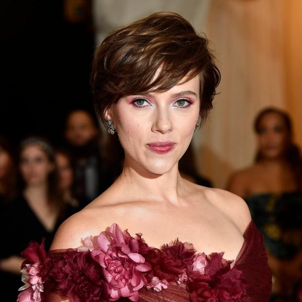 Bị ném đá vì vào vai người chuyển giới, mỹ nhân gợi tình Scarlett Johansson phản pháo - Ảnh 8.