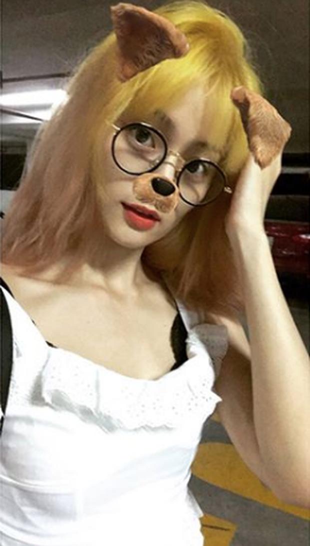 Ăn chơi như  fangirl Hạ Vi, vì lòng yêu Mino (Winner) mà nhuộm tóc vàng không thể choé hơn cho giống oppa - Ảnh 3.