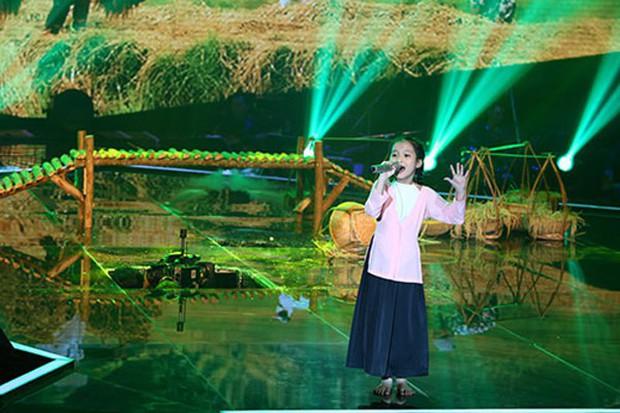 Những sự cố sân khấu khiến ca sĩ Vpop thót tim khi đang biểu diễn - Ảnh 7.