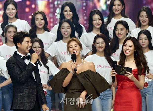 Dở khóc dở cười tại Hoa hậu Hàn Quốc 2018: Mẹ Kim Tan và mỹ nhân Kpop quá đẹp, chiếm hết spotlight của Tân Hoa hậu - Ảnh 7.