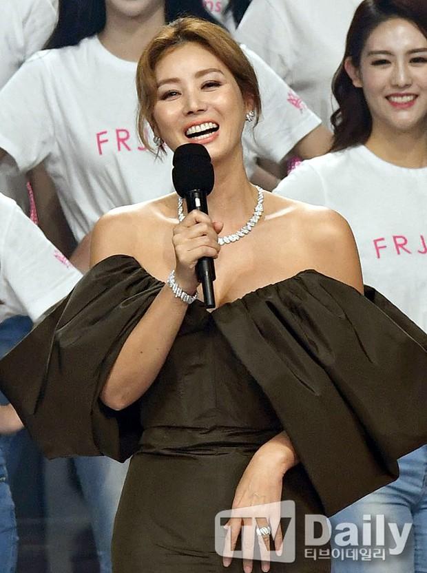 Dở khóc dở cười tại Hoa hậu Hàn Quốc 2018: Mẹ Kim Tan và mỹ nhân Kpop quá đẹp, chiếm hết spotlight của Tân Hoa hậu - Ảnh 8.