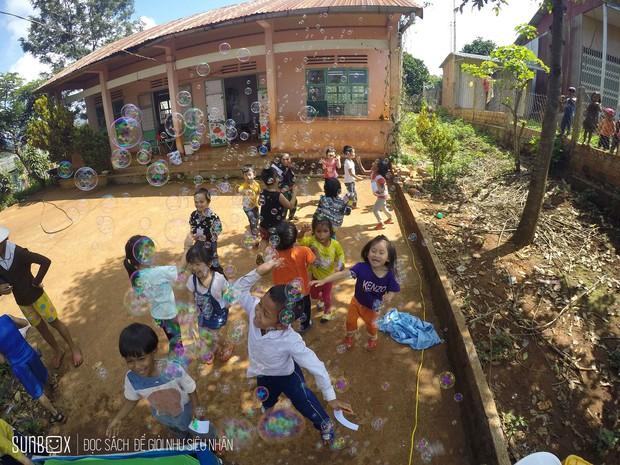 Thêm một hành trình tiếp nối yêu thương của Sunbox: Từ vỏ chai nhựa bỏ đi, các bạn đã dựng nên một rạp rối lưu động cho trẻ em miền cao - Ảnh 4.