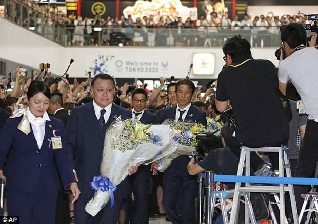 Tuyển thủ Nhật Bản được chào đón như người hùng ngày về nước - Ảnh 3.