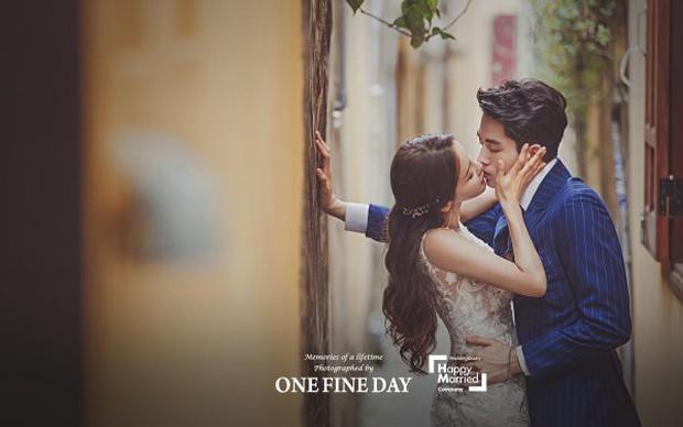 Cặp đôi nàng 46 chàng 29 ồn ào nhất showbiz Hàn khoe bộ ảnh cưới độc và lung linh như phim tại Hội An, Sài Gòn - Ảnh 2.