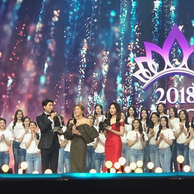 Dở khóc dở cười tại Hoa hậu Hàn Quốc 2018: Mẹ Kim Tan và mỹ nhân Kpop quá đẹp, chiếm hết spotlight của Tân Hoa hậu - Ảnh 5.