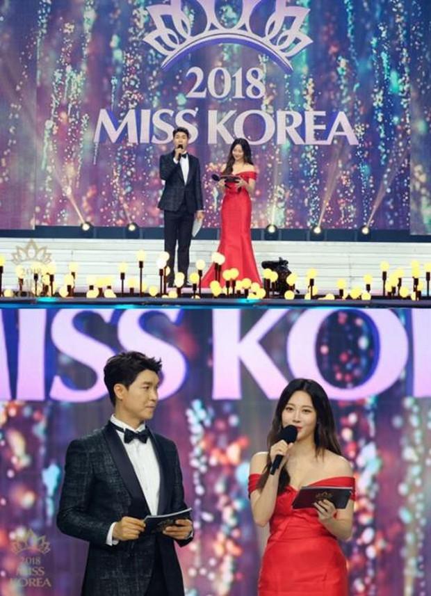 Dở khóc dở cười tại Hoa hậu Hàn Quốc 2018: Mẹ Kim Tan và mỹ nhân Kpop quá đẹp, chiếm hết spotlight của Tân Hoa hậu - Ảnh 13.