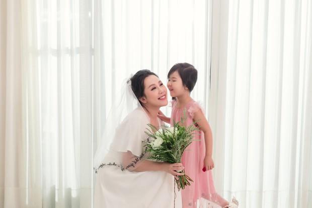 Gào khoe bộ ảnh cưới siêu hạnh phúc cùng chồng và 3 em bé - Ảnh 13.