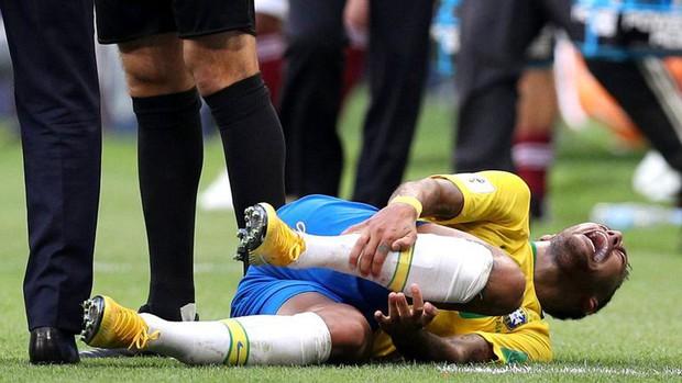 """Ronaldo """"béo"""" lên tiếng về những hành động ăn vạ của Neymar - Ảnh 1."""