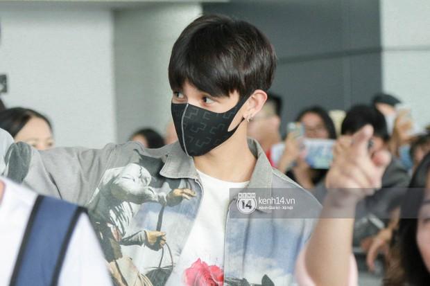 Vừa đổ bộ sân bay Tân Sơn Nhất, Hoàng tử lai Samuel đã được hàng loạt ống kính săn đón - Ảnh 7.