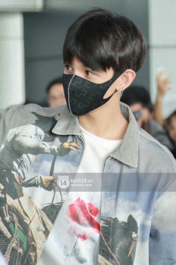 Vừa đổ bộ sân bay Tân Sơn Nhất, Hoàng tử lai Samuel đã được hàng loạt ống kính săn đón - Ảnh 6.