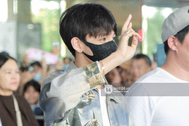 Vừa đổ bộ sân bay Tân Sơn Nhất, Hoàng tử lai Samuel đã được hàng loạt ống kính săn đón - Ảnh 3.