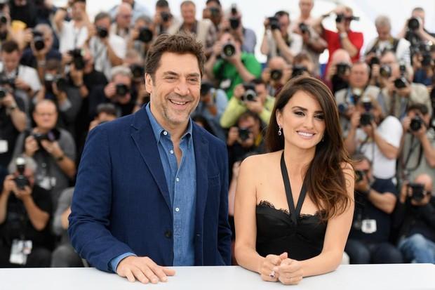 Chuyện tình của cặp vợ chồng quyền lực nhất Tây Ban Nha: Yêu thắm thiết từ phim ra đời thật - Ảnh 1.