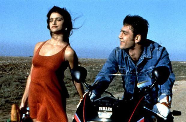 Chuyện tình của cặp vợ chồng quyền lực nhất Tây Ban Nha: Yêu thắm thiết từ phim ra đời thật - Ảnh 2.