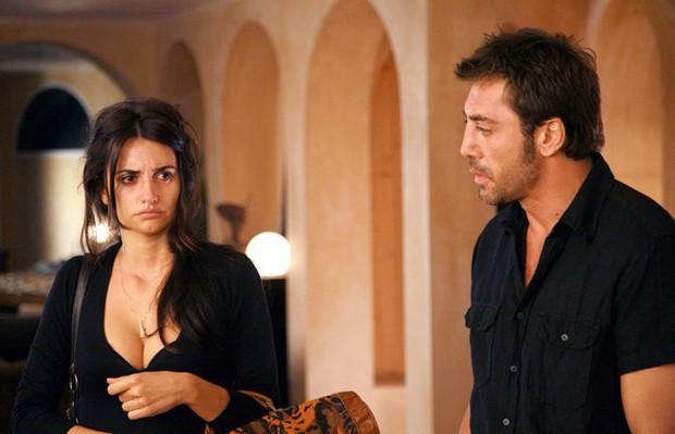 Chuyện tình của cặp vợ chồng quyền lực nhất Tây Ban Nha: Yêu thắm thiết từ phim ra đời thật - Ảnh 4.