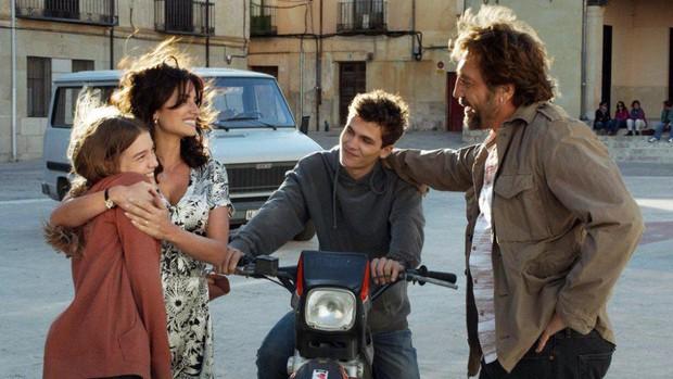 Chuyện tình của cặp vợ chồng quyền lực nhất Tây Ban Nha: Yêu thắm thiết từ phim ra đời thật - Ảnh 7.