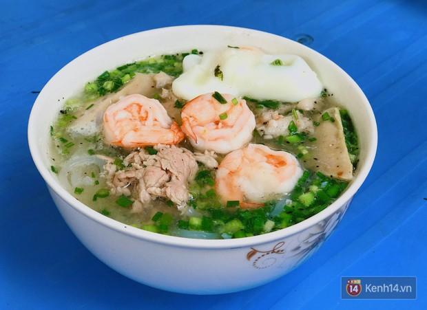 Sài Gòn có hàng bún nước Cô Có hay ho từ cái tên đến cách làm món ăn - Ảnh 1.
