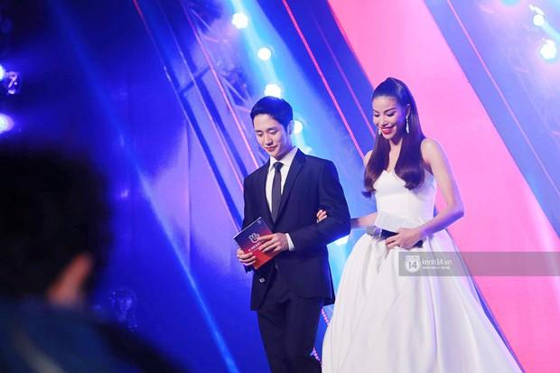 Đều là mỹ nam mỹ nữ, nhưng Jung Hae In và Phạm Hương bỗng bớt đẹp đôi chỉ vì chiều cao chênh lệch - Ảnh 3.