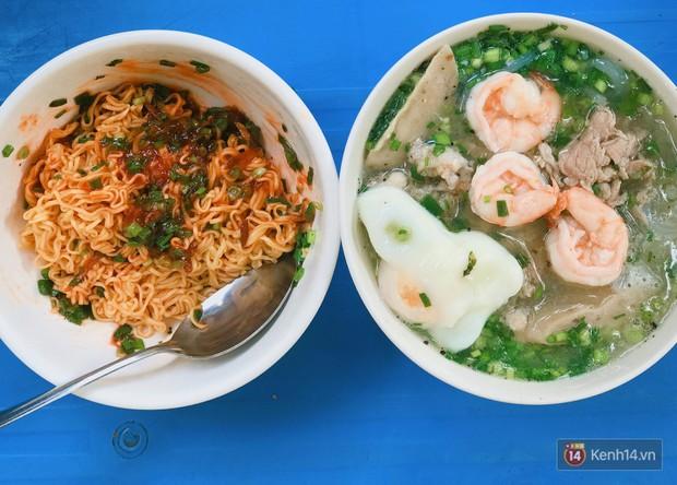 Sài Gòn có hàng bún nước Cô Có hay ho từ cái tên đến cách làm món ăn - Ảnh 2.