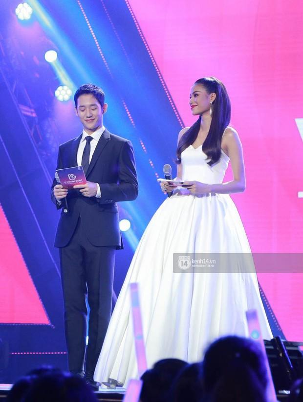 Đều là mỹ nam mỹ nữ, nhưng Jung Hae In và Phạm Hương bỗng bớt đẹp đôi chỉ vì chiều cao chênh lệch - Ảnh 4.