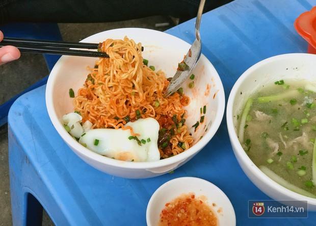 Sài Gòn có hàng bún nước Cô Có hay ho từ cái tên đến cách làm món ăn - Ảnh 7.