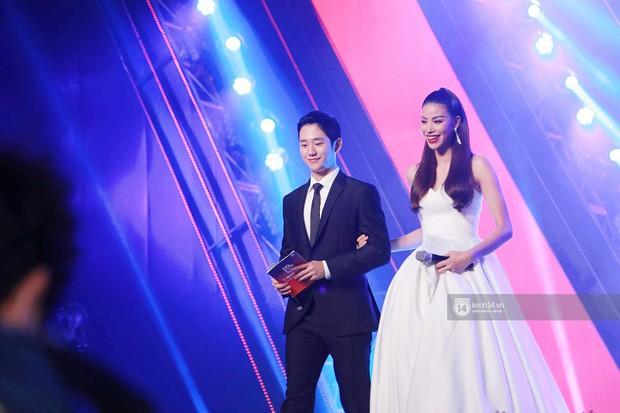 Đều là mỹ nam mỹ nữ, nhưng Jung Hae In và Phạm Hương bỗng bớt đẹp đôi chỉ vì chiều cao chênh lệch - Ảnh 1.
