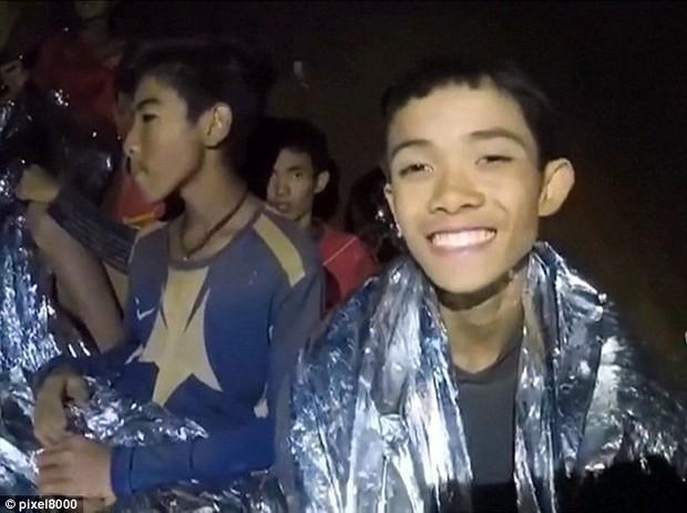 Chân dung và thông tin cụ thể của 12 cầu thủ và HLV đội bóng Thái Lan đang mắc kẹt trong hang - Ảnh 2.