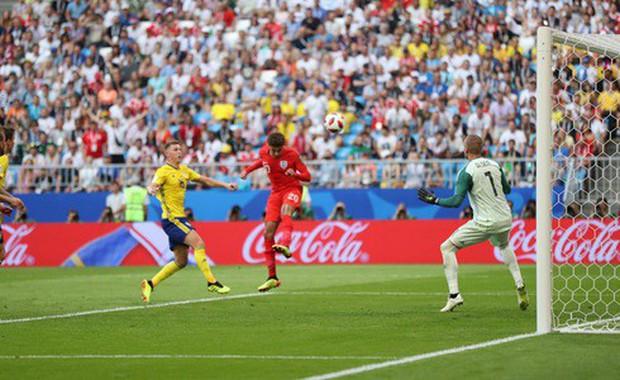 Từ Hoàng gia đến dân thường, cả nước Anh tưng bừng ăn mừng đội tuyển Anh vào bán kết World Cup sau 28 năm - Ảnh 1.