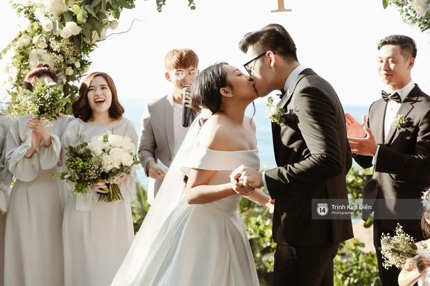 Gào rơi nước mắt trong lễ cưới sau 10 năm sống chung với chồng - Ảnh 2.